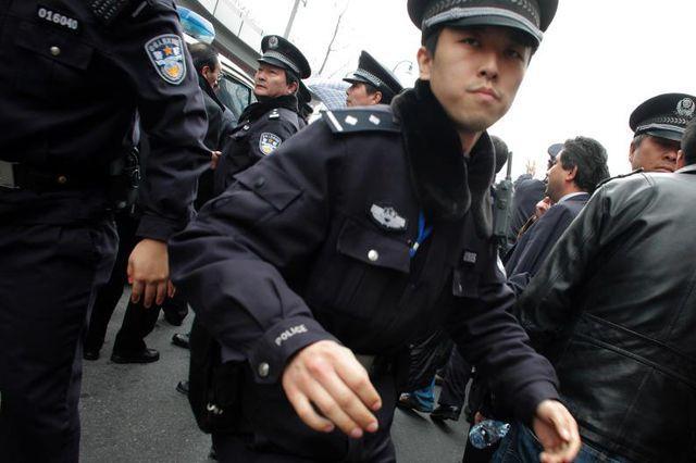 Nervöses Regime: Die Polizei zerstreuet dieser Tage jede Menschenansammlung aus Angst vor Protesten sofort.
