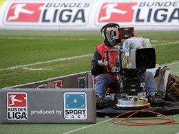 Kostbares Gut: Die Bilder von der 1. und 2. Bundesliga werden bald neu vergeben.