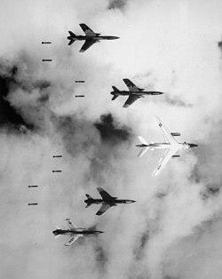 US-amerikanischer Luftangriff durch F-105 Jagdbomber am 4. Juni 1966