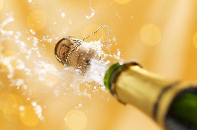 champagne-cork-popping-alamy-dnmh7j.jpg