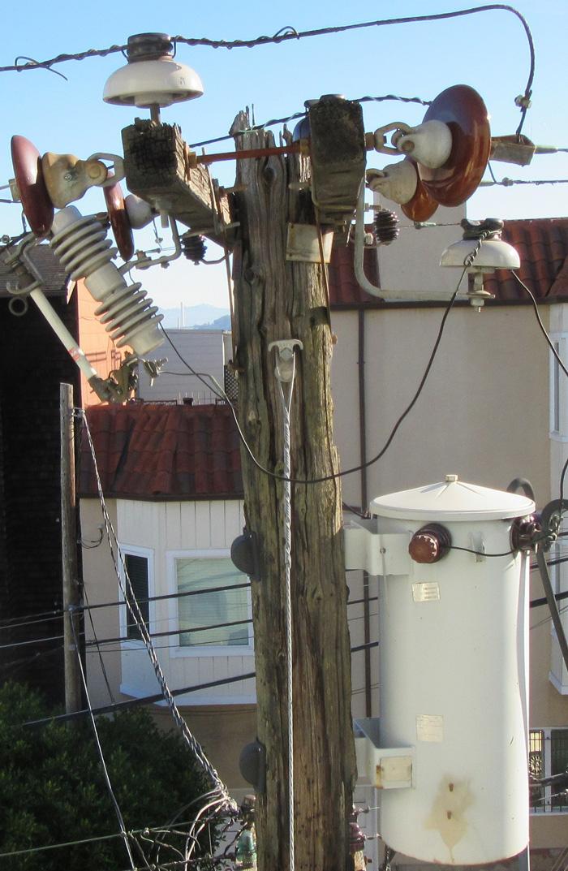 us-san-francisco-utility-pole-outside-2.jpg