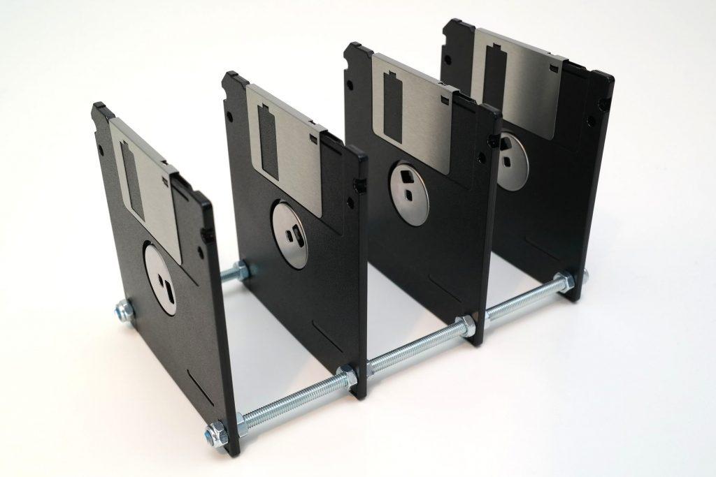briefsortierer-aus-4-disketten-schwarz-silber-....jpg