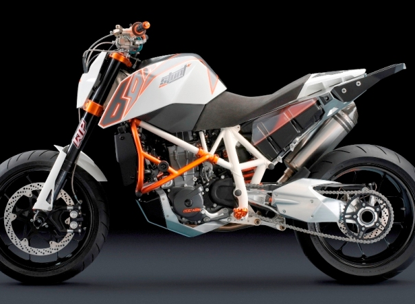 stuntbike690.jpg
