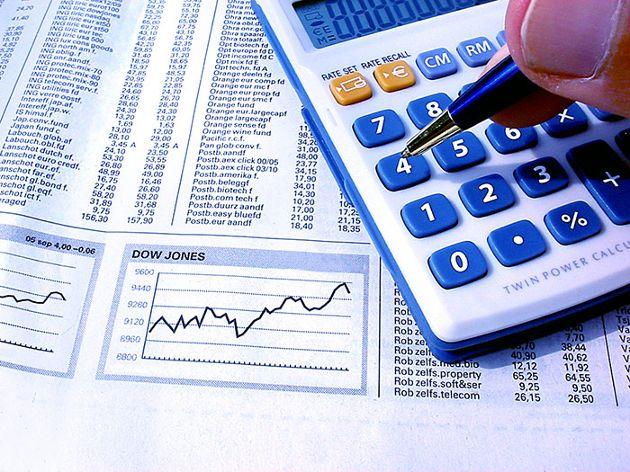 calculator10_economy_stock-large.jpg