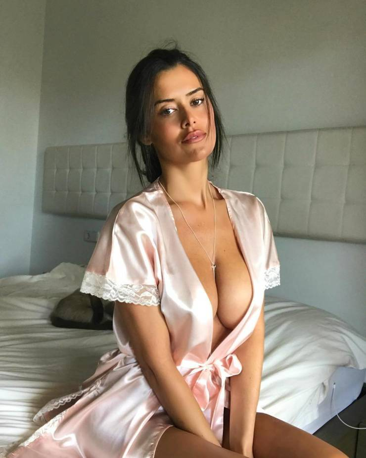 boobs_to_make_the_men_drool_640_high_29.jpg