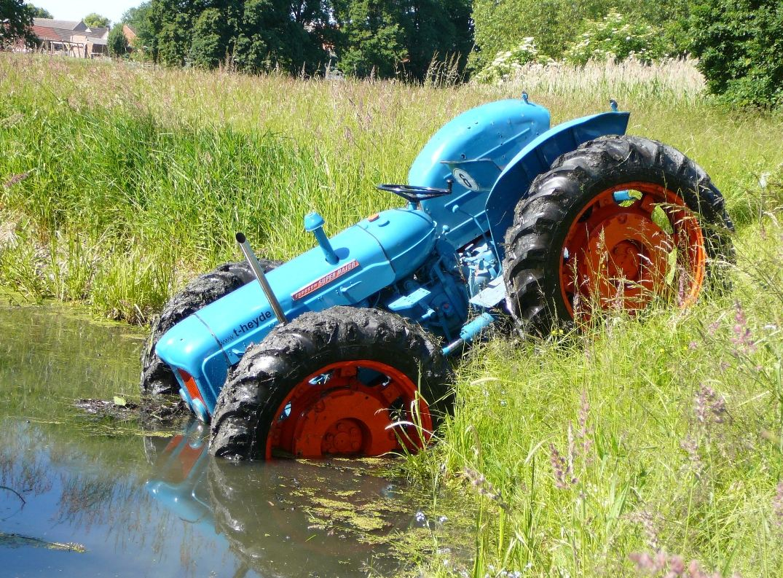 traktor_ging_einfach_baden_230452_gallery-1.jpg